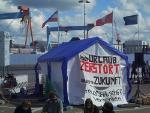 Kreuzfahrtschiffe sollen trotz Corona wieder in See stechen – dagegen wurde in Kiel lautstark protestiert