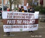 USA: Republikaner ausmanöveriert. Repräsentantenhaus billigt 3,5-Milliarden-Dollar-Haushaltsplan und ermöglicht massiven sozialen Wandel